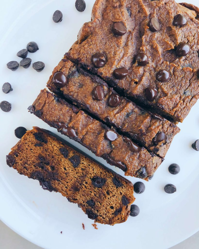 Pumpkin Chocolate Chip Bread: ry this simple and wholesome bread for some fall deliciousness. #healthybaking #fallbaking | www.jillzguerin.com