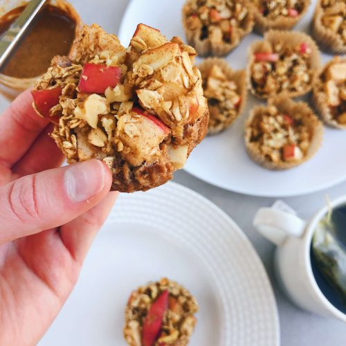 Cinnamon Apple Oat Muffins: A gluten-free, dairy-free, refined sugar-free and healthy on-the-go breakfast! #healthybreakfast | www.jillzguerin.com
