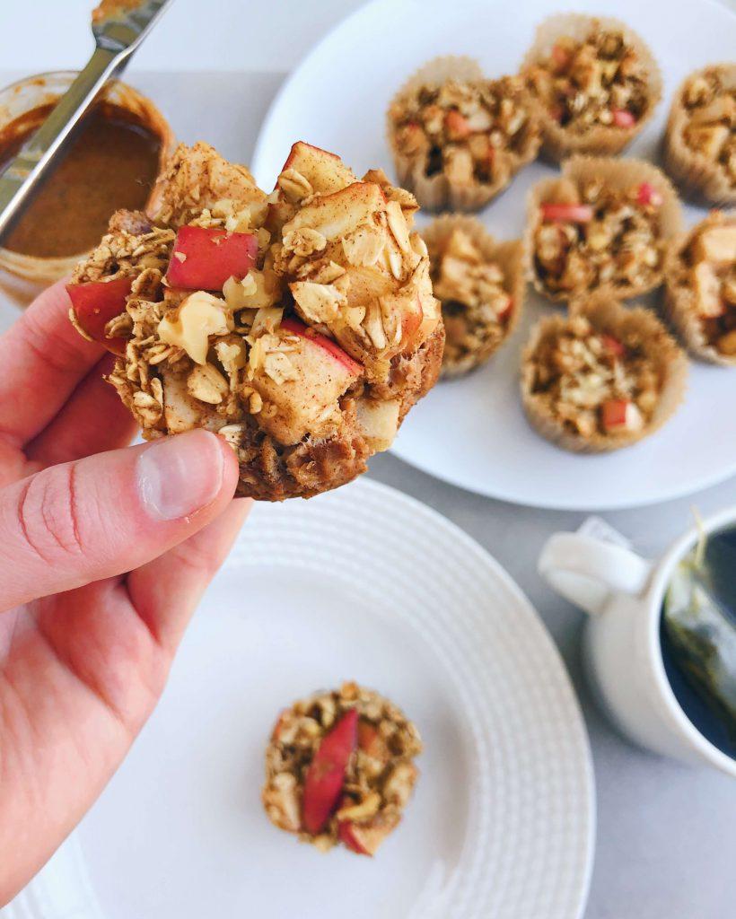 Cinnamon Apple Oat Muffins: A gluten-free, dairy-free, refined sugar-free and healthy on-the-go breakfast! #healthybreakfast | www.jillzguerin.com