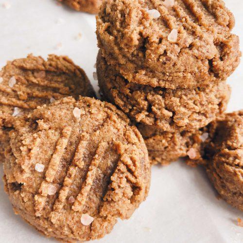 3 Ingredient Cookies: These are the EASIEST. COOKIES. EVER! And SO GOOD, too! #healthycookies #easycookies | www.jillzguerin.com