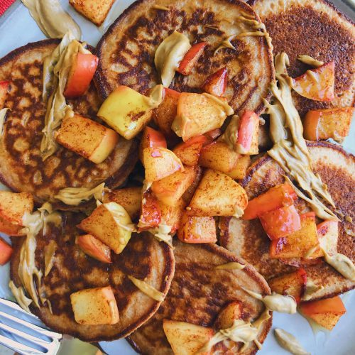 Cinnamon Apple Cassava Pancakes: A delicious weekend pancake recipe so perfect for a cozy, Fall morning. #healthypancakes #glutenfreepancakes | www.jillzguerin.com