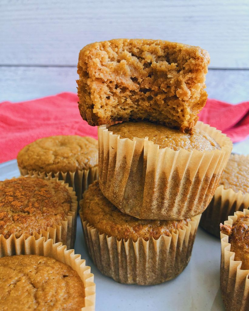 """5 Ingredient Applesauce """"Cornbread"""" Muffins: Muffins with a light cornbread flavor even though there's no corn involved! AND ONLY 5 INGREDIENTS! #healthybaking #healthymuffins 