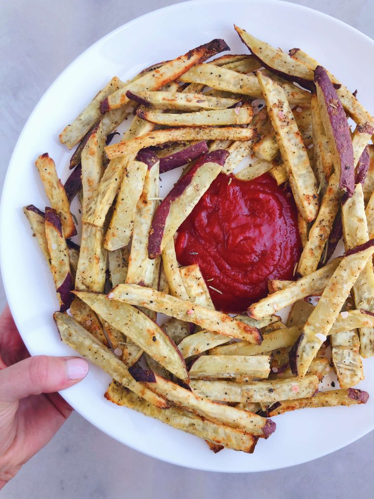 Healthy Sweet Potato Fries! A much healthier and more natural alternative to your favorite greasy fries. No toxic fried oils here! #healthyfood #healthyfries   www.jillzguerin.com