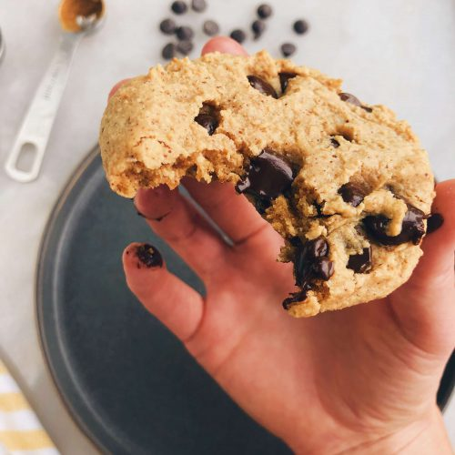 Single Serving Vegan Chocolate Chip Cookie: A healthy and delicious way to get your burger fix! #vegancookie #singleservingcookie | www.jillzguerin.com