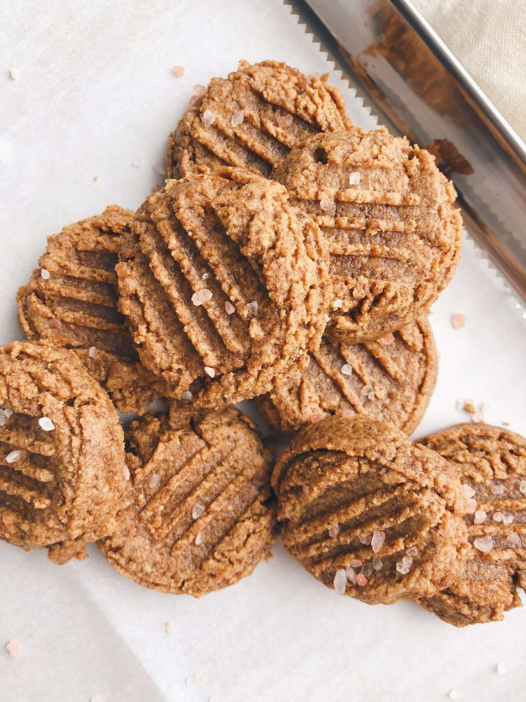3 Ingredient Cookies: These are the EASIEST. COOKIES. EVER! And SO GOOD, too! #healthycookies #easycookies | www.jillzguerin.com