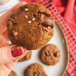 Flourless Peppermint Chocolate Chunk Cookies: A fudgy peppermint cookie made with only clean ingredients! #holidaybaking #healthycookies | www.jillzguerin.com