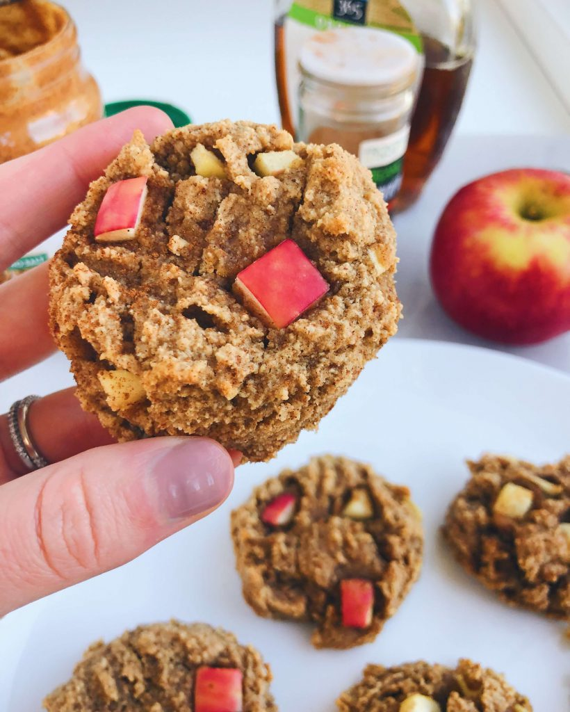 Cinnamon Apple Cookies: gluten-free, dairy-free, refined sugar-free! #healthycookies #fallbaking   www.jillzguerin.com
