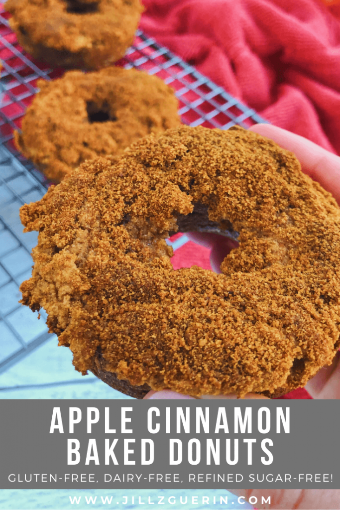 Apple Cinnamon Baked Donuts: A fun and tasty Fall treat...but made with only clean, healthy ingredients! #healthydonuts | www.jillzguerin.com