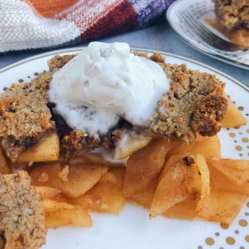 Healthy Gluten-Free Apple Crisp: A clean, delicious Fall dessert made with only the best ingredients! #healthydessert #falldessert | www.jillzguerin.com
