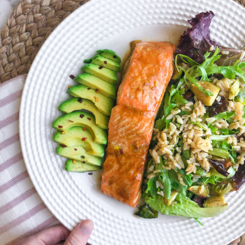 Maple-Glazed Salmon: An easy and healthy salmon recipe for a quick weeknight meal. #salmonrecipe #healthydinner | www.jillzguerin.com
