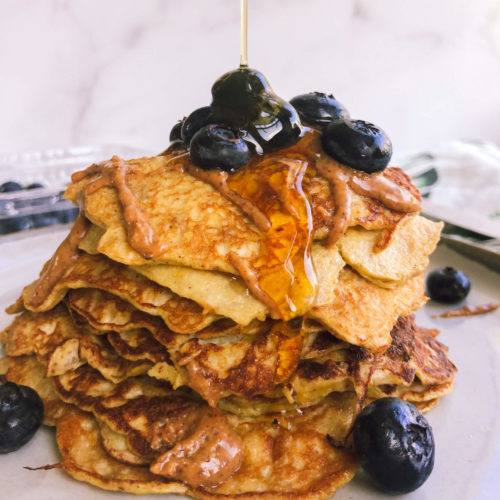 Healthy 2 Ingredient Pancakes: Only 2 ingredients!? YEP! The only ingredients used are eggs and mashed banana! Don't believe me? Try it! #healthypancakes #healthybreakfast | www.jillzguerin.com