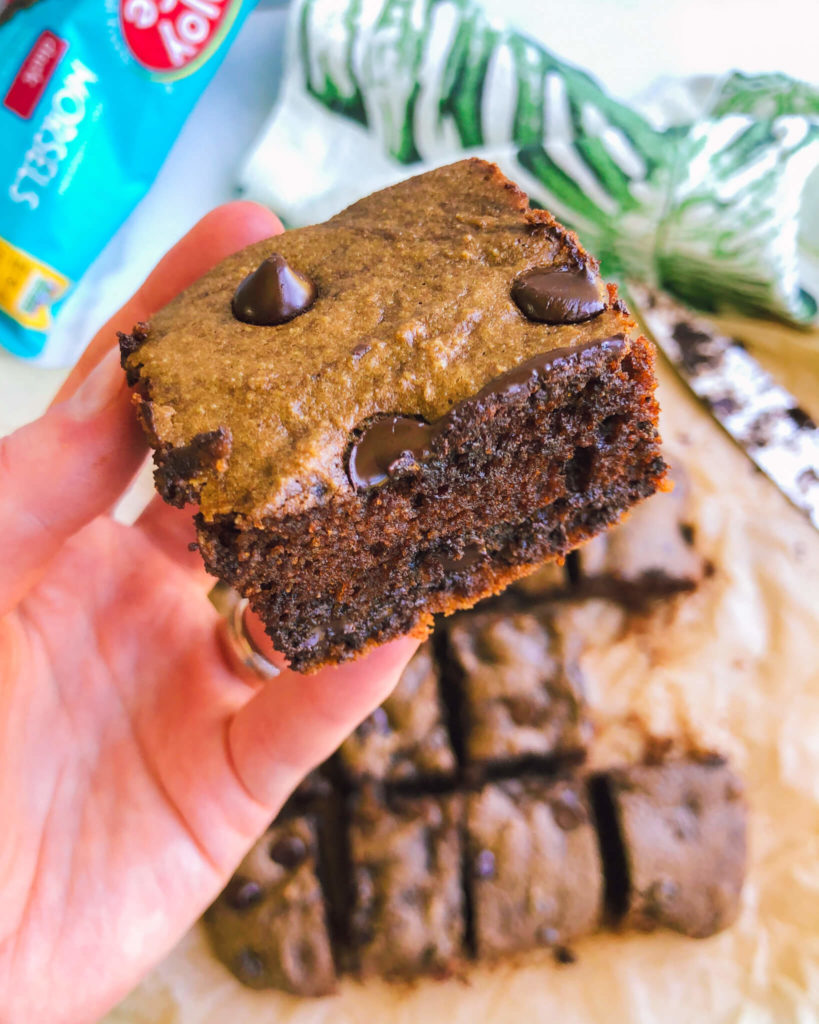 Flourless Brownie Cake Bars: These healthy brownie cake bars are super fluffy, incredibly delicious, and melt in your mouth good. #healthybrownies #healthydesserts | www.jillzguerin.com