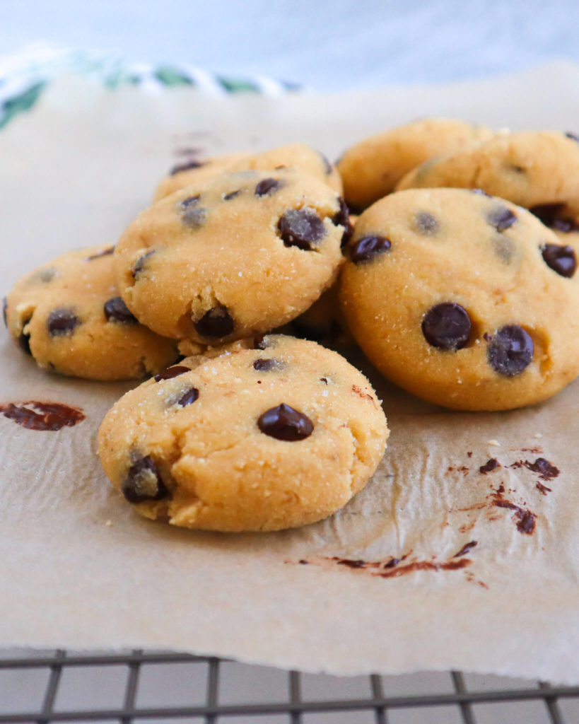 Banana Chocolate Chip Cassava Cookies: A deliciously perfect gluten-free treat! Filled with healthy, clean ingredients and lots of love! #healthycookies #glutenfreecookies | www.jillzguerin.com